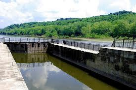 A Muskingum River lock chamber - your gateway to pools above or below.